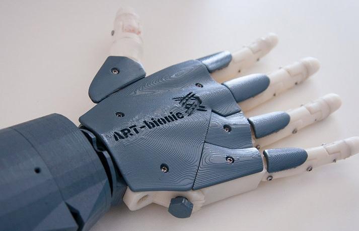 Приморские студенты создали суперэкономичную бионическую руку