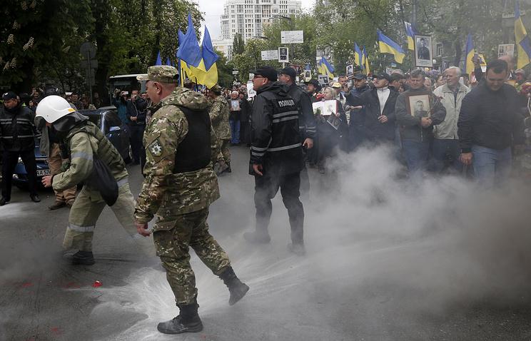 Порошенко: Киев больше небудет праздновать День Победы помосковскому сценарию