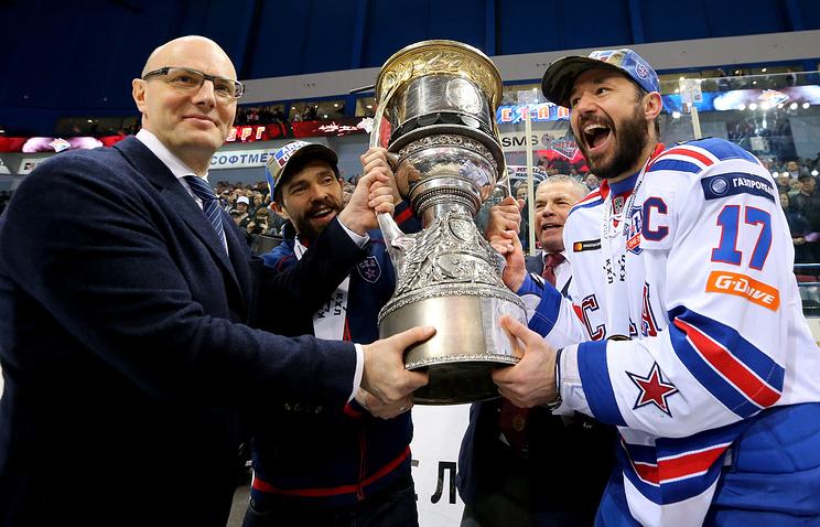 Президент КХЛ Дмитрий Чернышенко и капитан СКА Илья Ковальчук