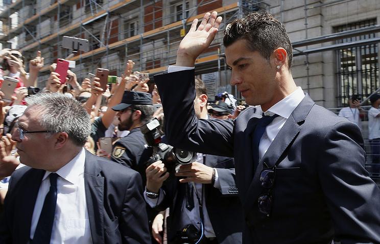 Роналду выплатил шесть млн. евро зауклонение отналогов