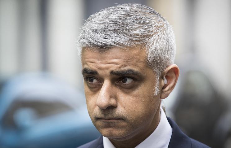 Оскорблённый Лондон снова требует отменить визит Трампа
