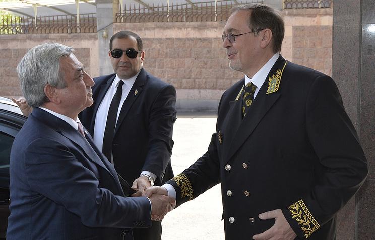 Президент Армении Серж Саргсян и посол РФ в Армении Иван Волынкин