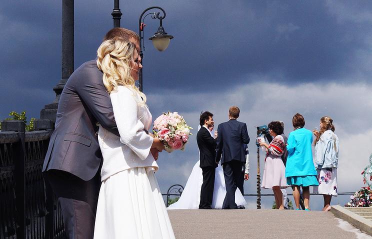 Неменее 1,5 тыс. пар сыграют свадьбу вдень 870-летия столицы