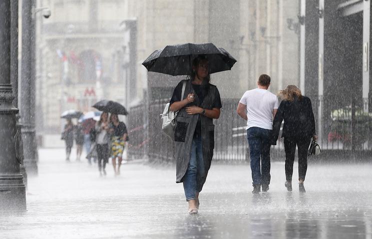 В Москве в ближайшие часы ожидается гроза и усиление ветра - Общество - ТАСС