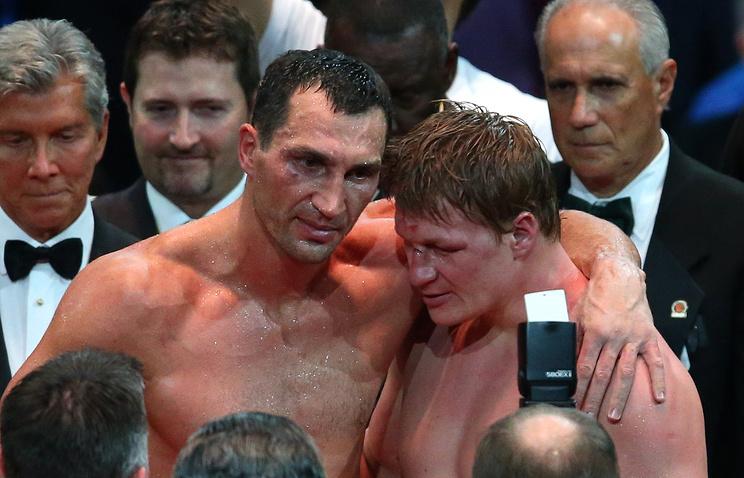 Владимир Кличко и Александр Поветкин после поединка за звание чемпиона мира в супертяжелом весе, 2013 год