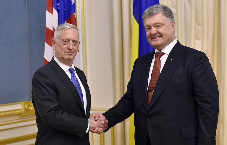 Министр обороны США Джеймс Мэттис и президент Украины Петр Порошенко