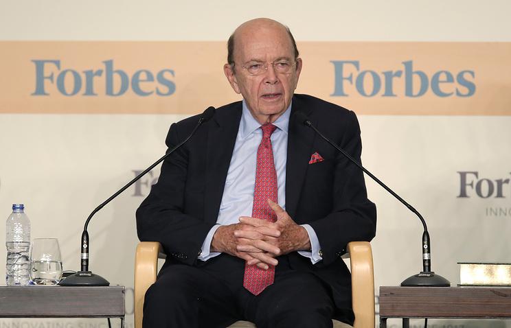Руководитель Минторга США завысил свое состояние, чтобы попасть вForbes
