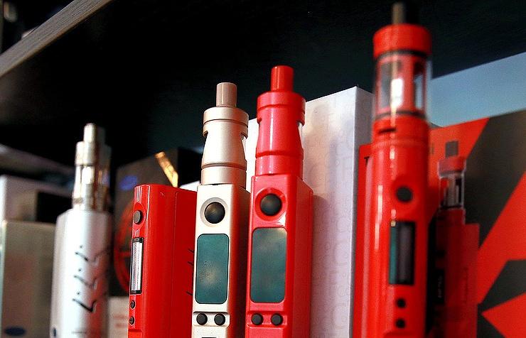Против уравнивания электронных сигарет собычными выступил экспертный совет при кабминеРФ