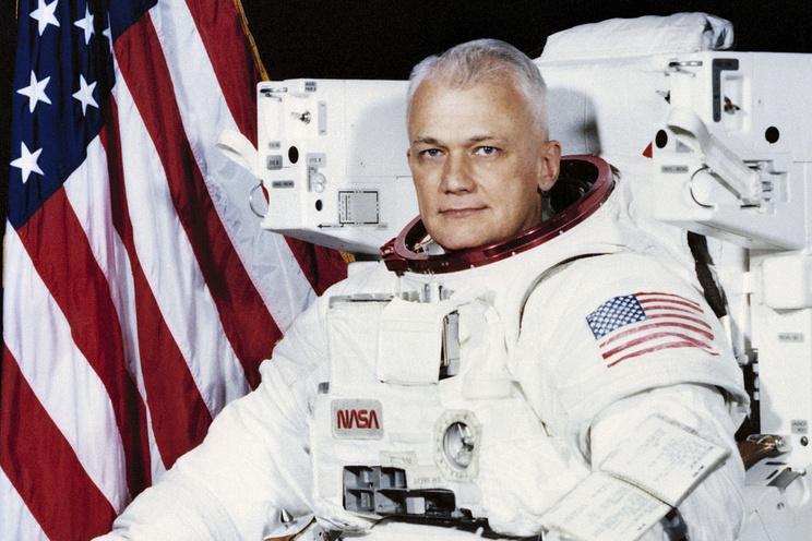 ВСША скончался астронавт, первым вышедший вкосмос без страховки