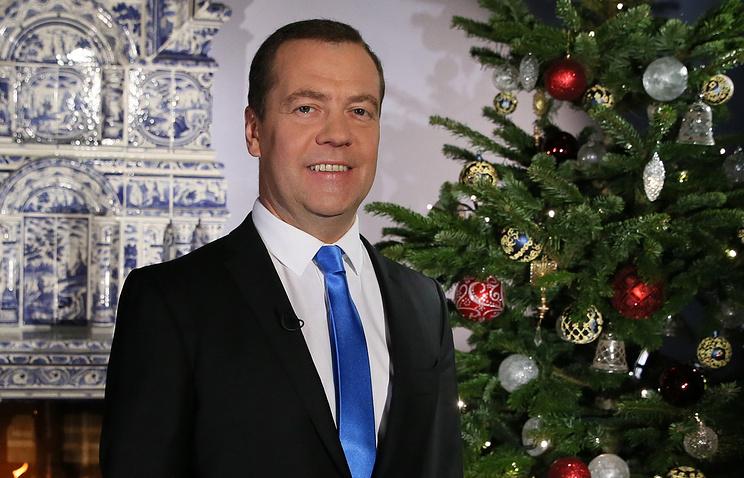 Д. Медведев поздравил граждан РФ сНовым годом