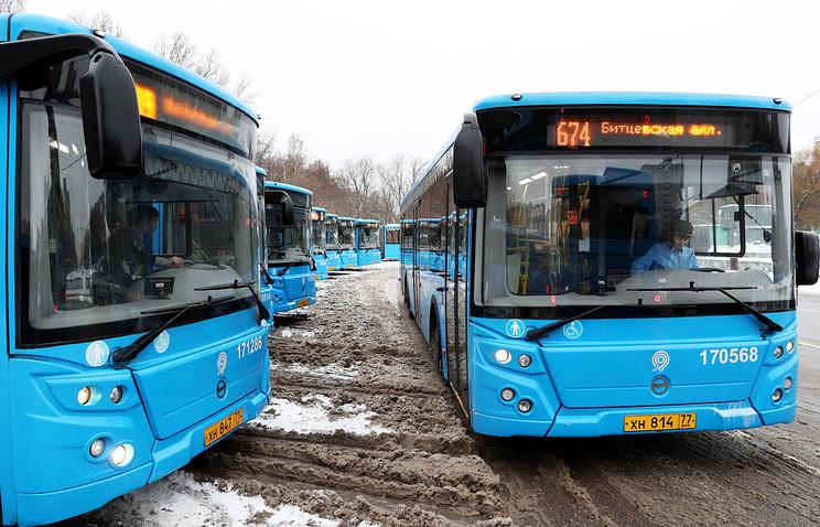 Число автобусов нагородских маршрутах в российской столице увеличили из-за морозов