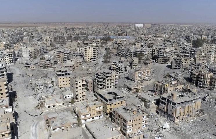 После бомбежек коалиции США в Сирии тысячи тел остаются под завалами