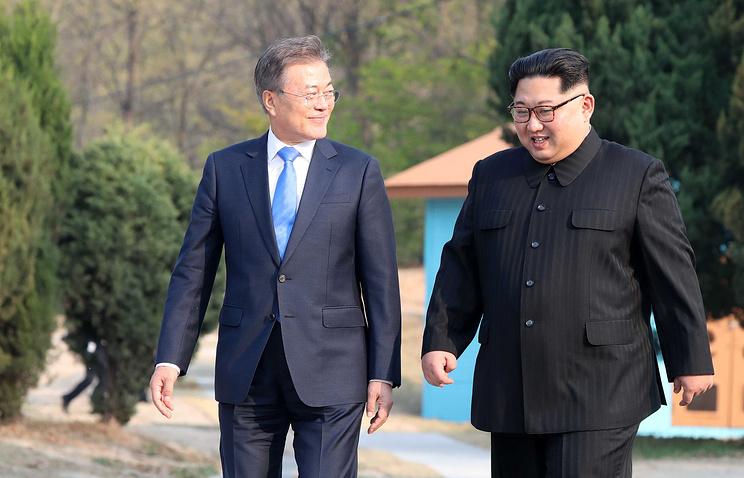 Президент Республики Корея Мун Чжэ Ин и лидер Северной Кореи Ким Чен Ын