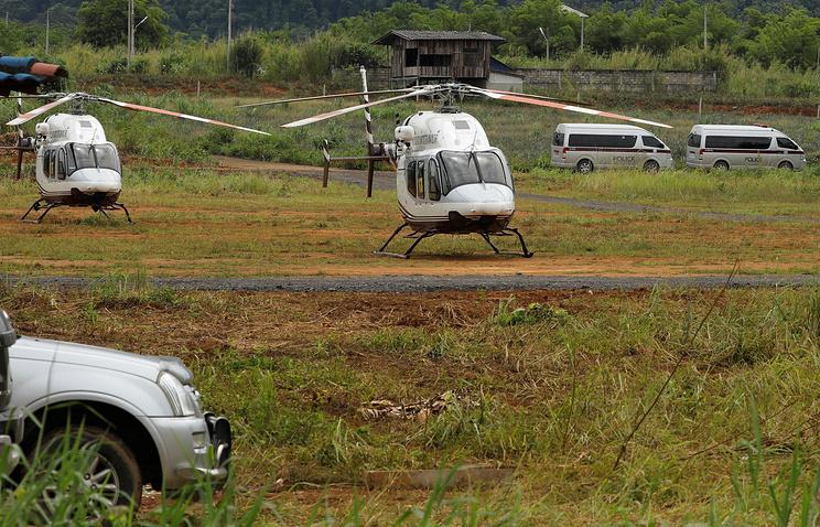 Уже четырех школьников вывели изпещеры вТаиланде