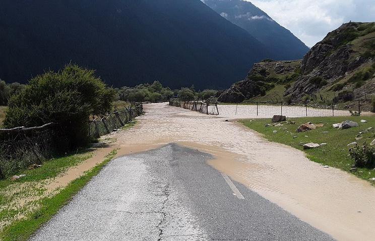 Наподтопленную вКБР федеральную дорогу сошел грязевой поток