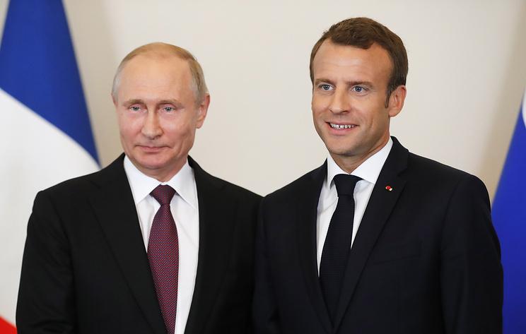 Президент РФ Владимир Путин и президент Франции Эмманюэль Макрон