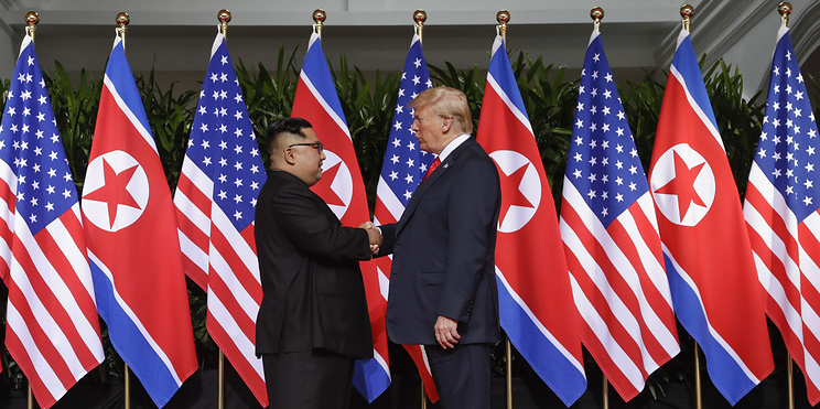 Лидер КНДР Ким Чен Ын и президент США Дональд Трамп 12 июня 2018 года