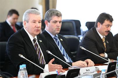 спикер югорского парламента Борис Хохряков (справа), заместитель председателя Думы Александр Сальников (слева)