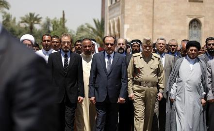 Премьер-министр Ирака и другие официальные лица на похоронах военных, погибших в ходе беспорядков. Фото EPA/ИТАР-ТАСС