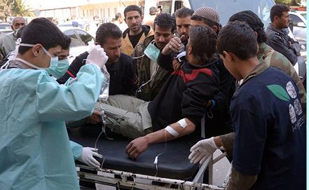 Оказание медицинской помощи пострадавшим от разрыва ракеты с отравляющими веществами. Фото EPA/ИТАР-ТАСС