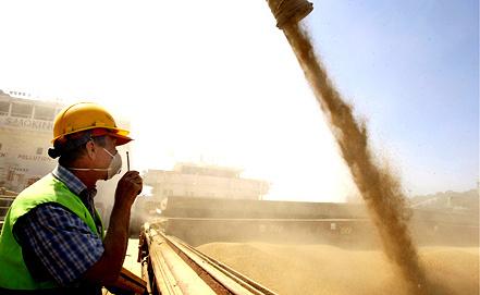 Отгрузка зерна на экспорт. Фото ИТАР-ТАСС