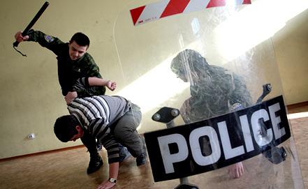 Занятия по интенсивной подготовке в полицейском юридическом колледже. Фото ИТАР-ТАСС