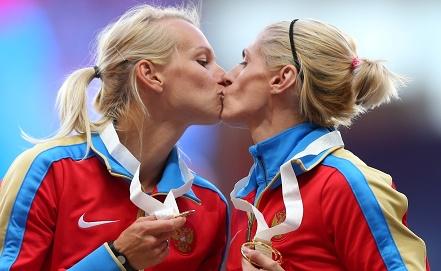 Антонина Кривошапка /справа/. Фото ИТАР-ТАСС/Валерий Шарифулин