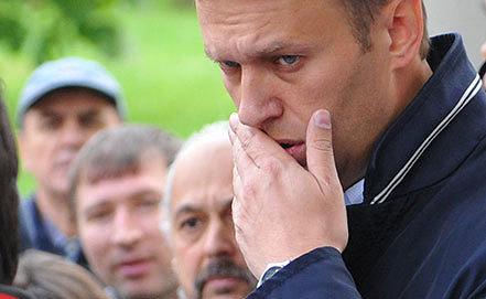Алексей Навальный у входа в здание Мосгорсуда. Фото ИТАР-ТАСС/ Антон Новодережкин
