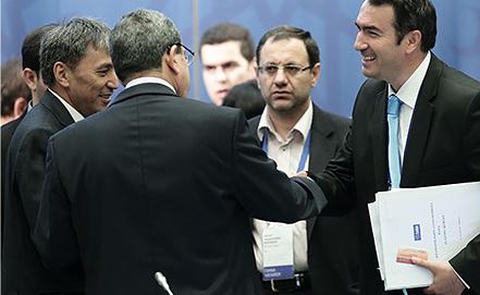 Генеральный секретарь ОАНА Эркан Гечер (справа). Фото ИТАР-ТАСС/ Денис Вышинский