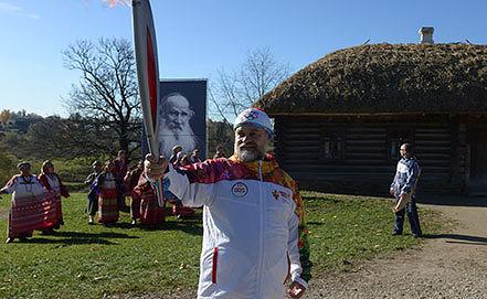 Праправнук Льва Толстого Владимир Толстой. Фото AP Photo/ Olympictorch2014.com