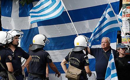 """Сторонники ультраправой партии """"Хриси Авги""""  в Афинах. Фото AP Photo/Petros Giannakouris"""