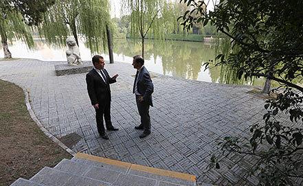 Дмитрий Медведев и Сергей Брилев. Фото ИТАР-ТАСС/ Екатерина Штукина