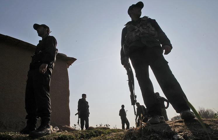 Пакистанские полицейские в городе Пешавар на севере Пакистана