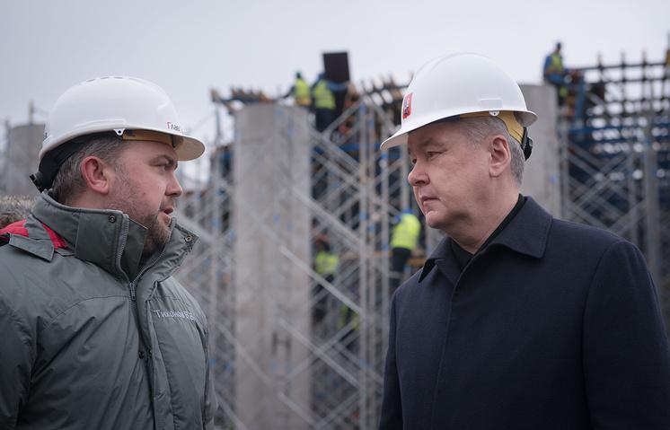 Генеральный директор компании-генподрядчика Виктор Тихонов и мэр Москвы Сергей Собянин