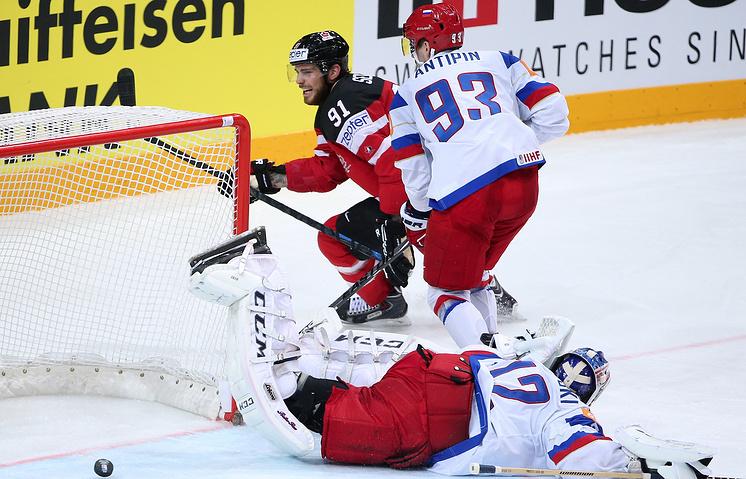 Эпизод из финального матча чемпионата мира между сборными Канады и России