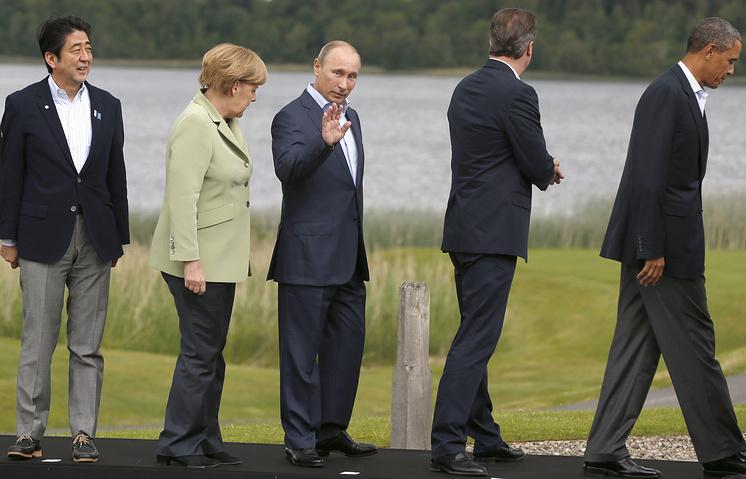 Премьер-министр Японии Синдзо Абэ, канцлер ФРГ Ангела Меркель, президент России Владимир Путин, премьер-министр Великобритании Дэвид Кэмерон и президент США Барак Обама