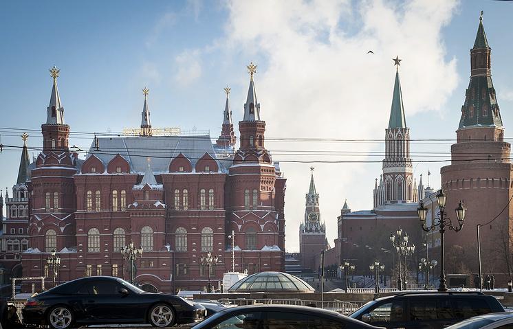 Вид на Исторический музей и Кремль