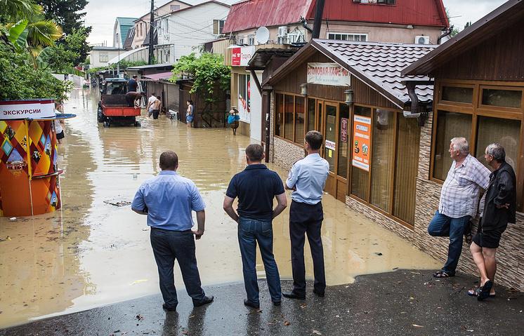 Последствие наводнения на одной из улиц Сочи