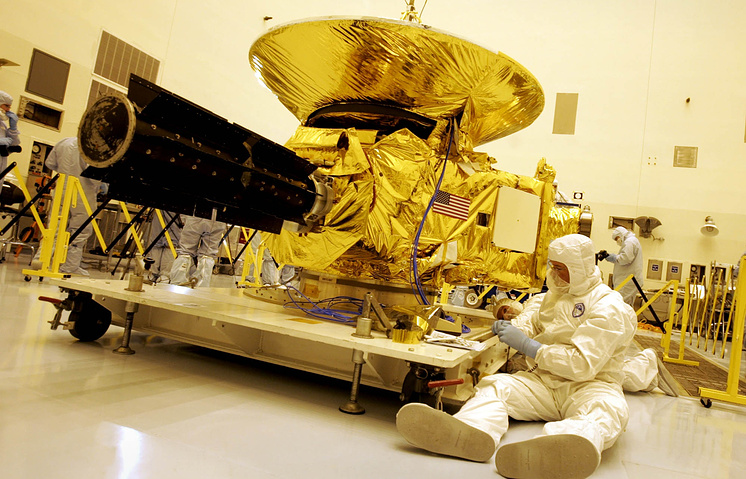 Сборка автоматической межпланетной станции New Horizons в Космическом центре имени Кеннеди, 2005 год