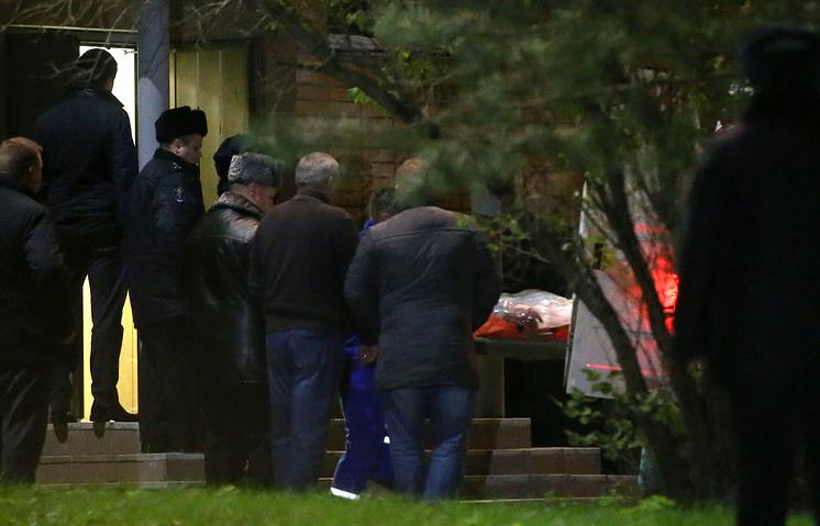 Вынос тел из здания администрации Красногорска