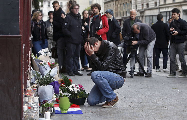 На месте теракта у кафе Carillon, Париж, 14 ноября