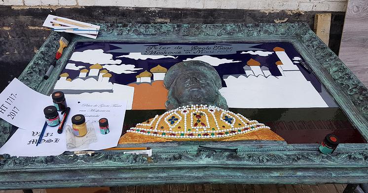 Барельеф с изображением Петра I