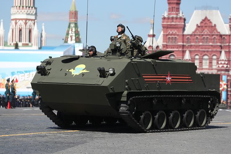 Бронетранспортер БТР-МДМ на Красной площади во время парада Победы