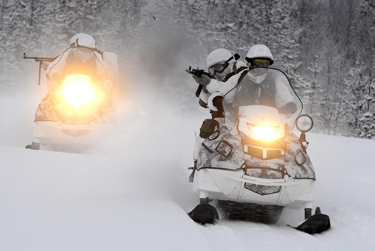 Учения 80-й отдельной арктической мотострелковой бригады на снегоходах
