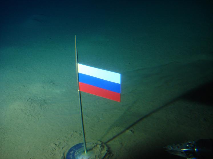 Флаг России на Северном полюсе