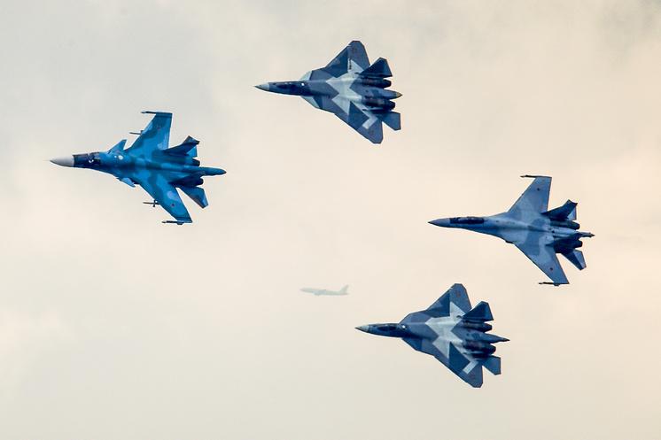 Истребители Су-34, Су-57 и Су-35