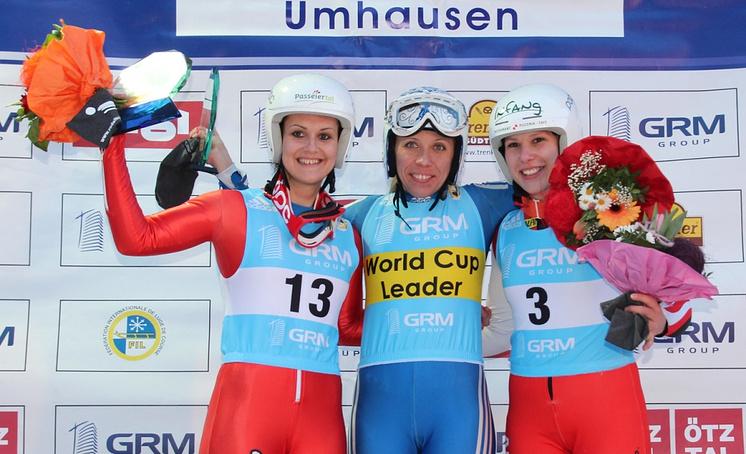 Екатерина Лаврентьева на этапе Кубка мира в Австрии (в центре)