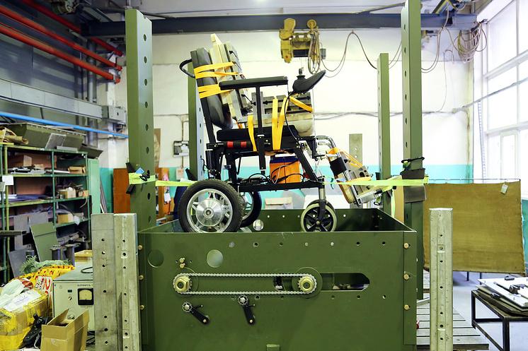 Испытание предсерийного образца инвалидного кресла-трансформера
