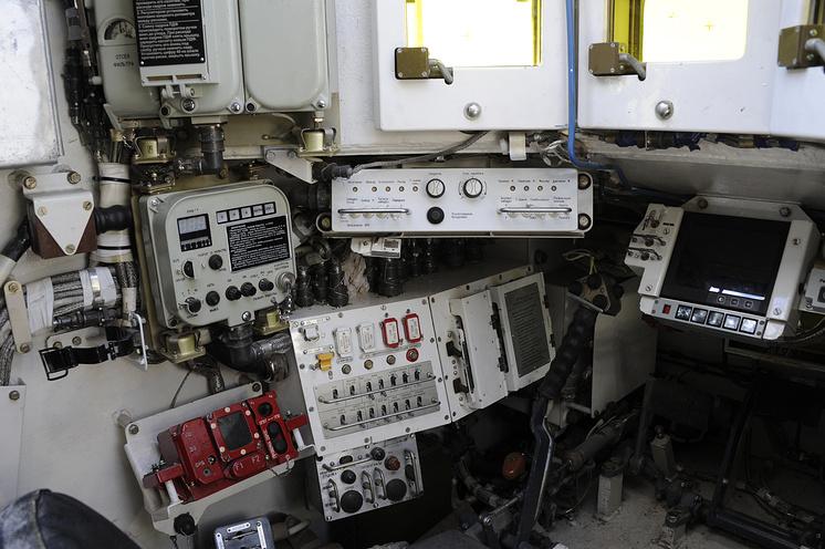 Универсальная бронированная инженерная машина