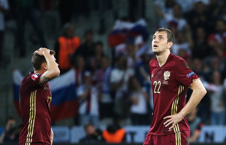 Russian national football team players Oleg Shatov and Artyom Dzyuba